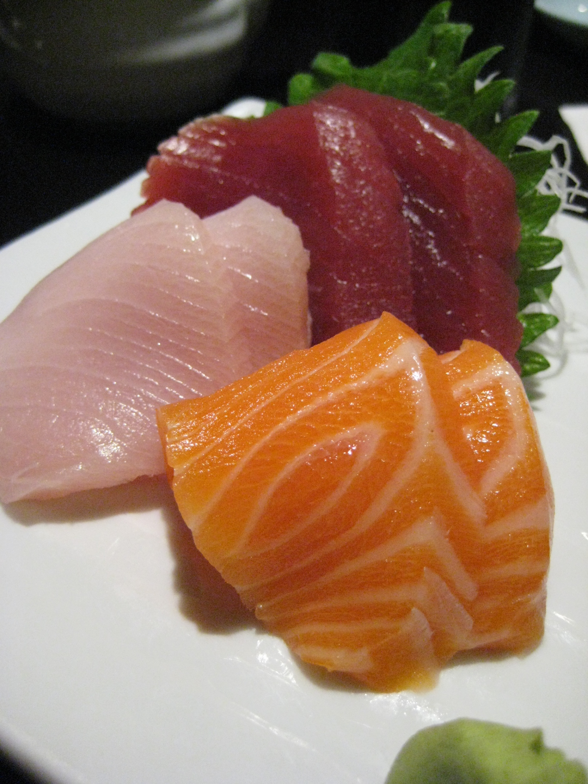 The gallery for yellowtail fish sashimi for Yellowtail fish sushi