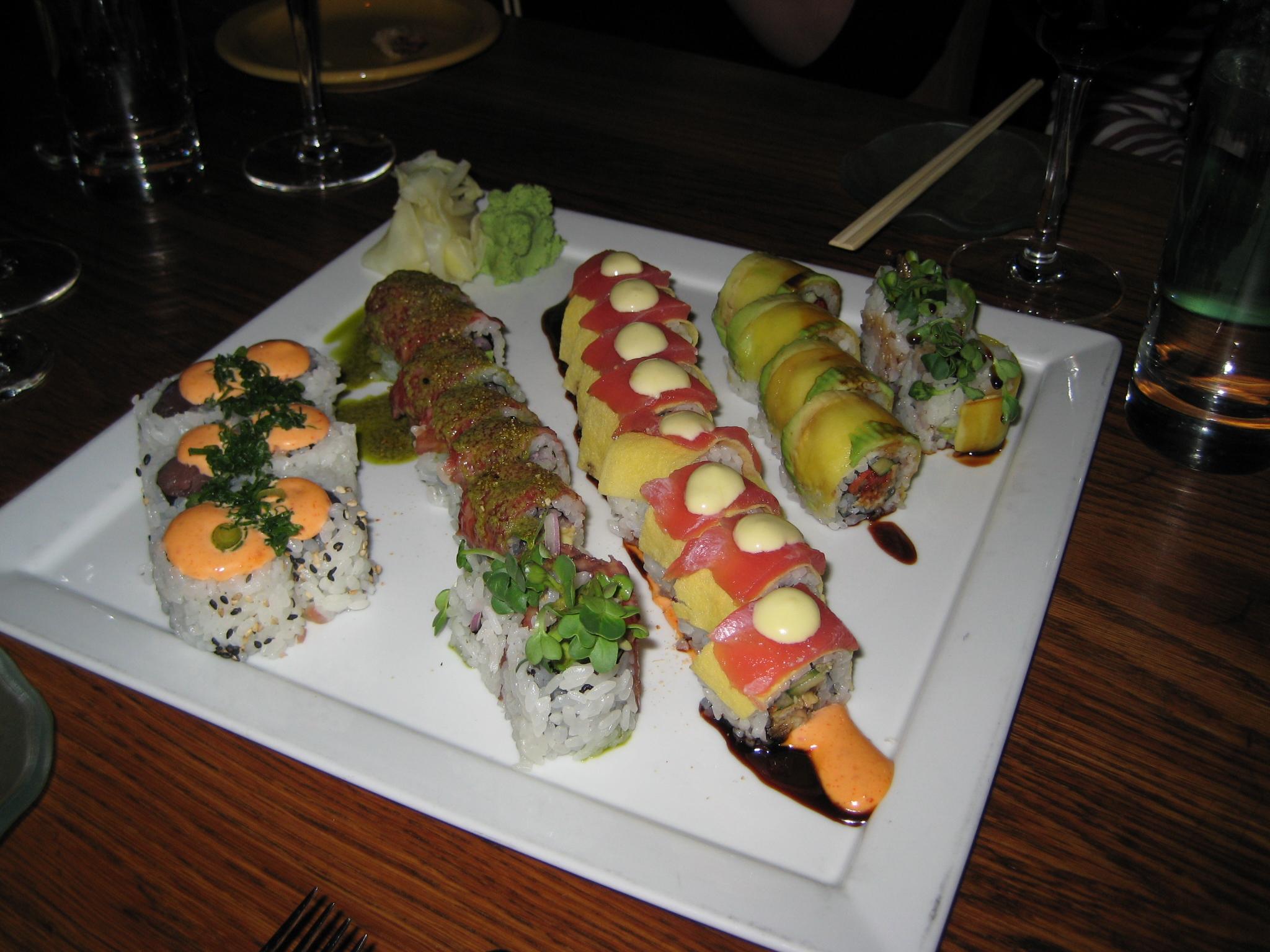 roll pepper seared tuna spicy tuna tataki roll seared tuna sushi roll ...